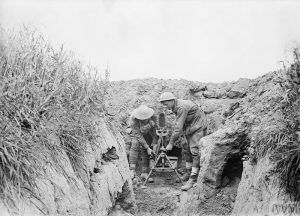Two Australians set up a Stokes mortar in the summer of 1918. IWM.